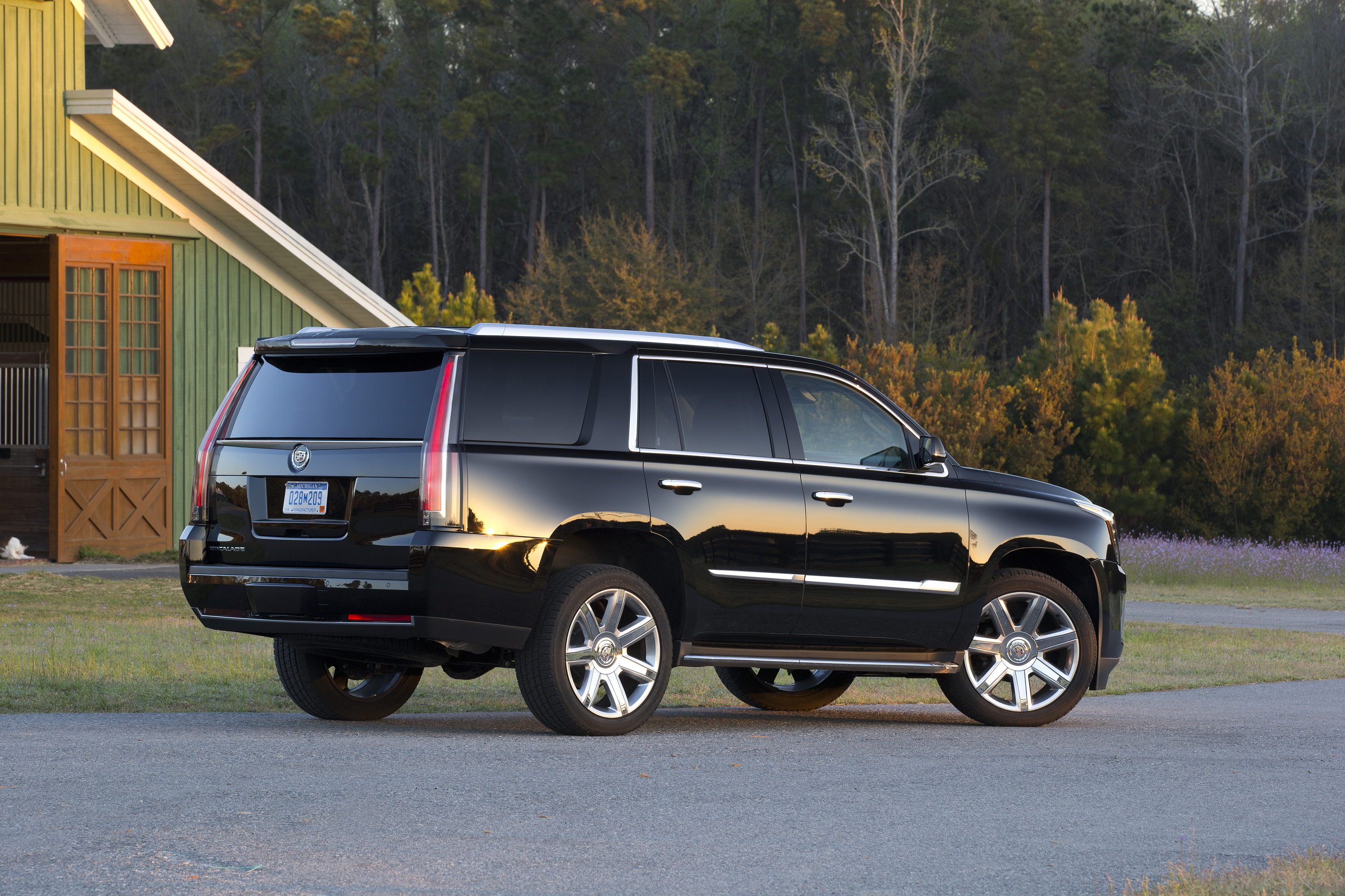 2015 cadillac escalade esv is brash ballsy gaywheels. Cars Review. Best American Auto & Cars Review