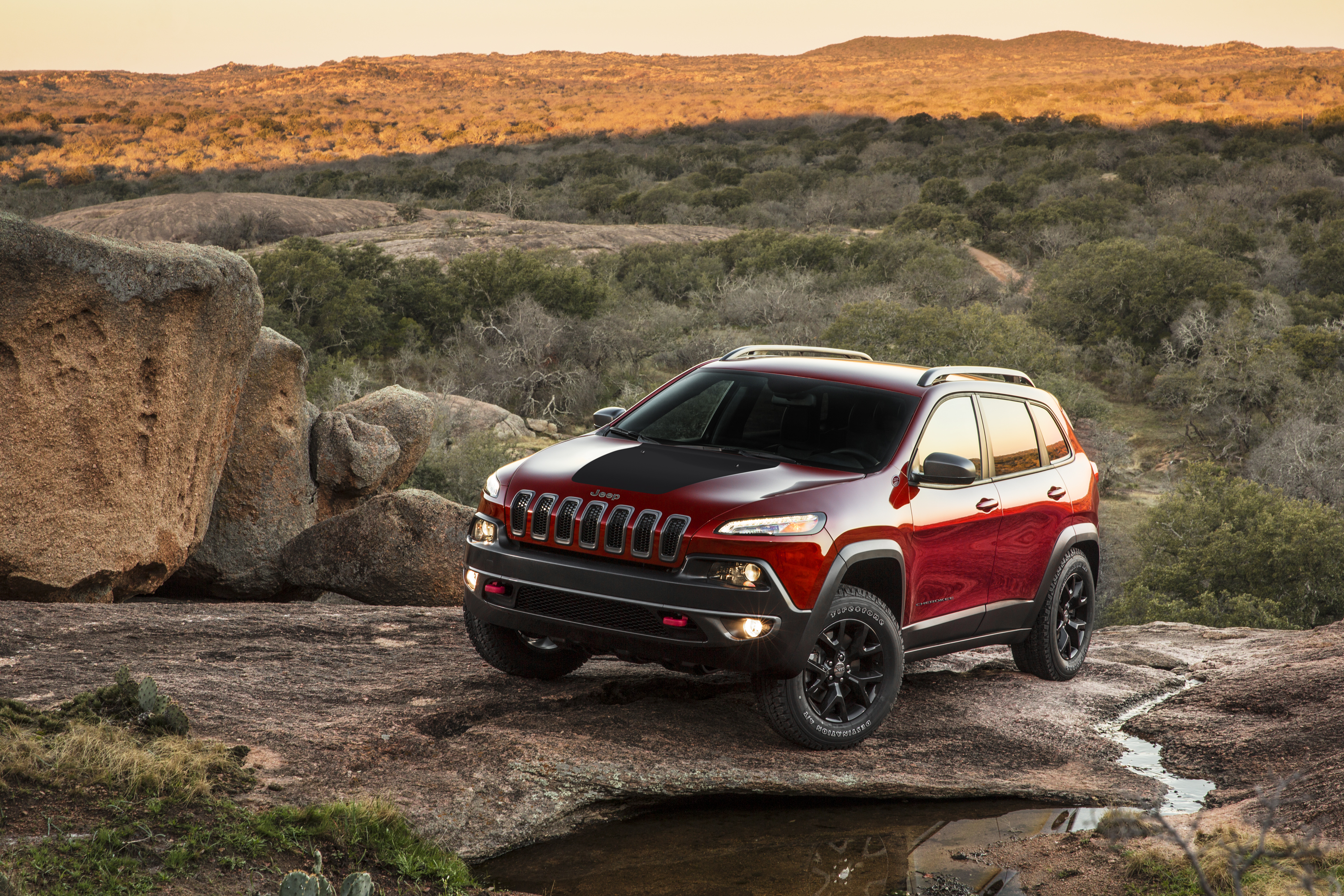 2014 jeep cherokee trailhawk excellent for going off road or off. Cars Review. Best American Auto & Cars Review