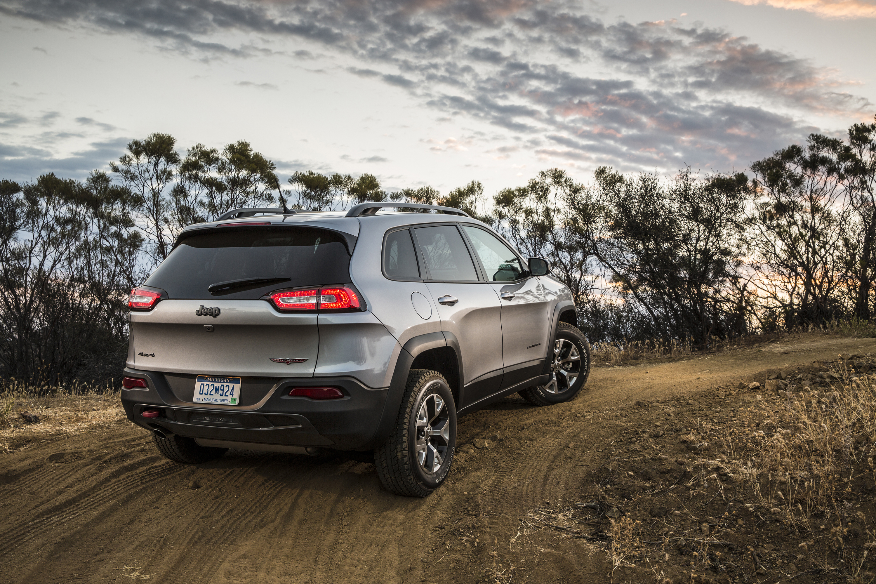 2014 jeep cherokee trailhawk excellent for going off road or off script gaywheels. Black Bedroom Furniture Sets. Home Design Ideas